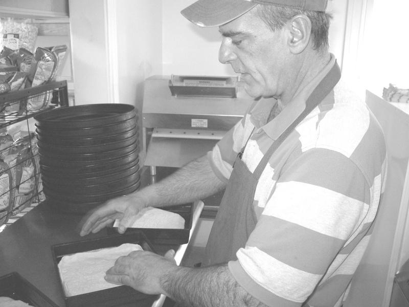 Paul Federico, who has 20 years experience in the pizza business, will manage Farm House Pizza and Deli.