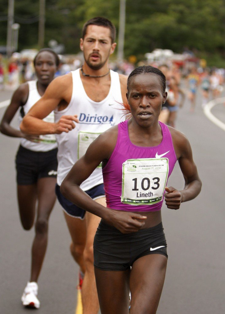 Kenya's Lineth Chepkurui set a new woman's course record Saturday with a time of 30 minutes, 59.4 seconds.
