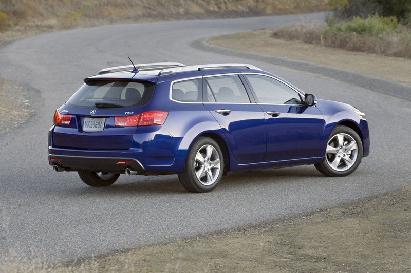 The Acura TSX Sport Wagon has the equally great lines from both the front and the rear.