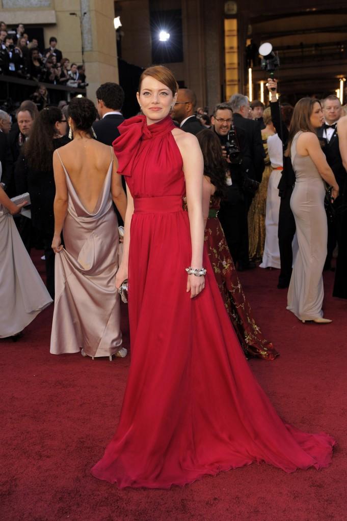 Emma Stone, a red Giambattista Valli.