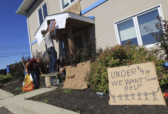 Frustrated fishermen: Over 200 lobster fishermen converged on the office of federal fisheries minister Keith Ashfield on Wednesday and posted signs around the entrance to the office.