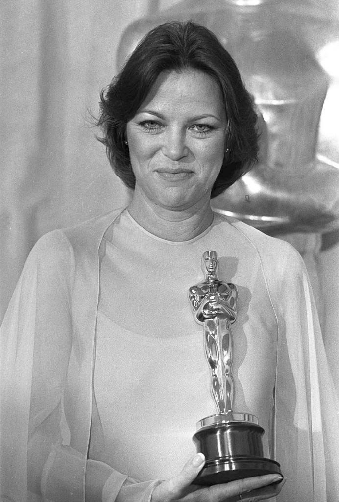 """Louise Fletcher in 1976 with the Best Actress Oscar she won for her performance as Nurse Ratched in """"One Flew Over The Cuckoo's Nest."""""""