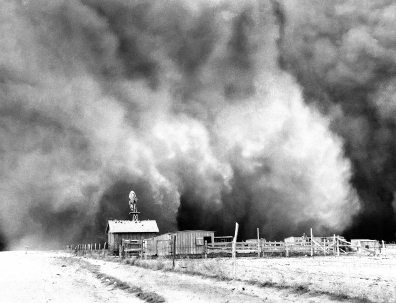 A dust storm about to envelop a barn in 1935 in Boise City, Okla.