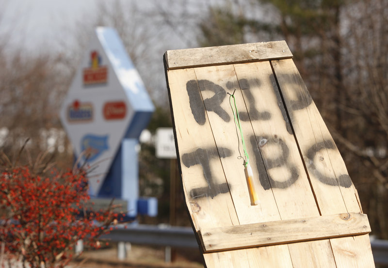 Striking workers erected a board shaped like a coffin lid after Hostess announced it would start proceedings to liquidate the company.