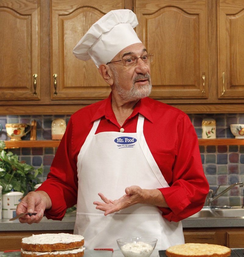 Art Ginsburg rehearses a Mr. Food segment in Fort Lauderdale, Fla. He died of cancer Wednesday.