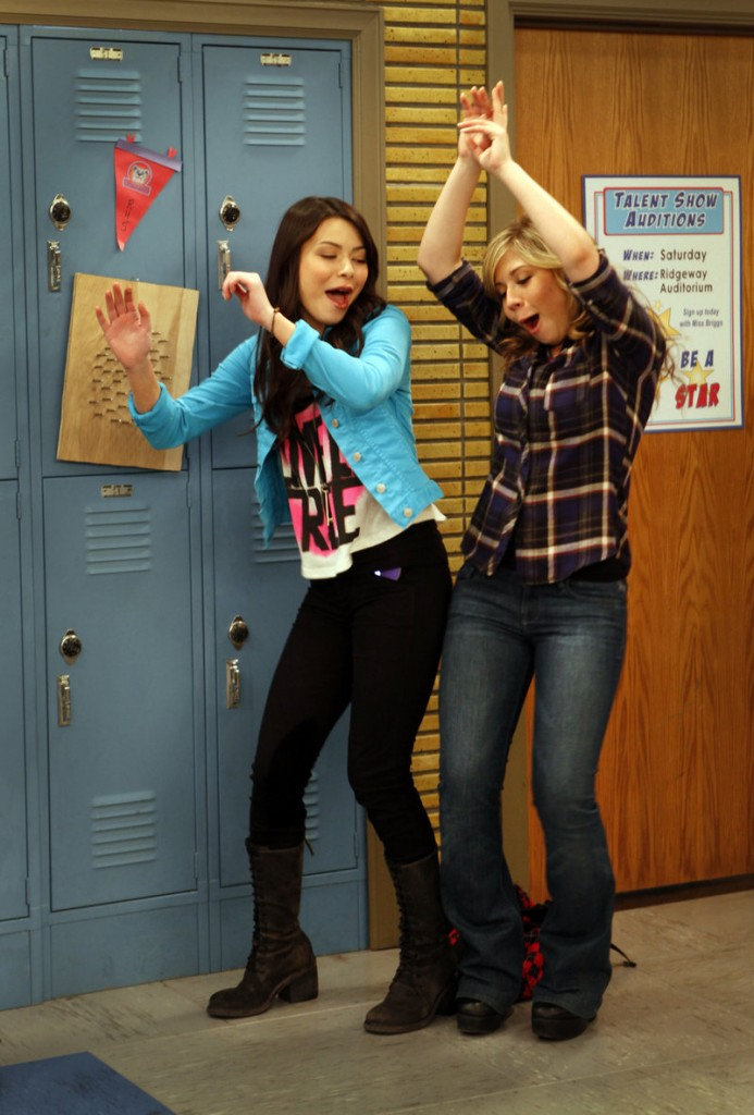 """Miranda Cosgrove, left, and Jennette McCurdy work on the set of """"iCarly,"""" a show from Nickelodeon that spoke the language of a generation."""