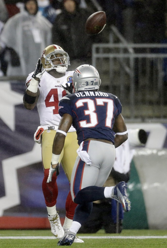 San Francisco tight end Delanie Walker catches a touchdown pass in the second quarter Sunday night behind Alfonzo Dennard of the Patriots. The 49ers blew a 31-3 lead but pulled out a 41-34 win.