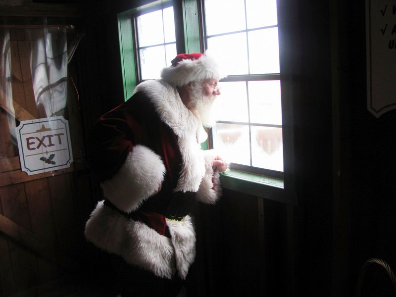 Santa Claus, aka Rob Hoffman of Rangeley, prepares Friday to greet the hundreds of children expected to visit President's Park, a national park in Washington.