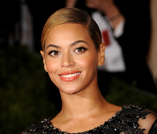 Beyonce will sing the national anthem at President Barack Obama's inauguration ceremony. The committee planning the Jan. 21 event also announced that Kelly Clarkson will perform