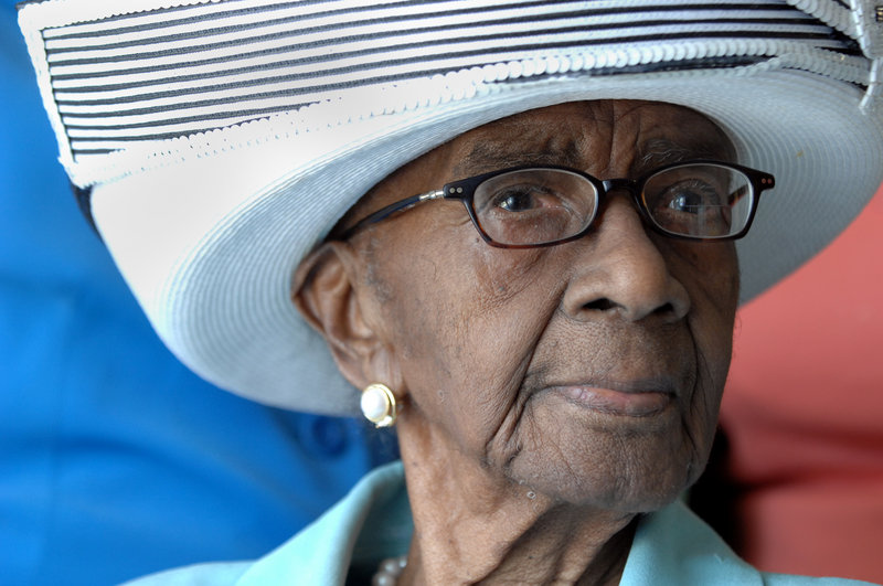 Mamie Rearden of Edgefield, S.C., a 114-year-old woman who was the oldest living U.S. citizen, has died.