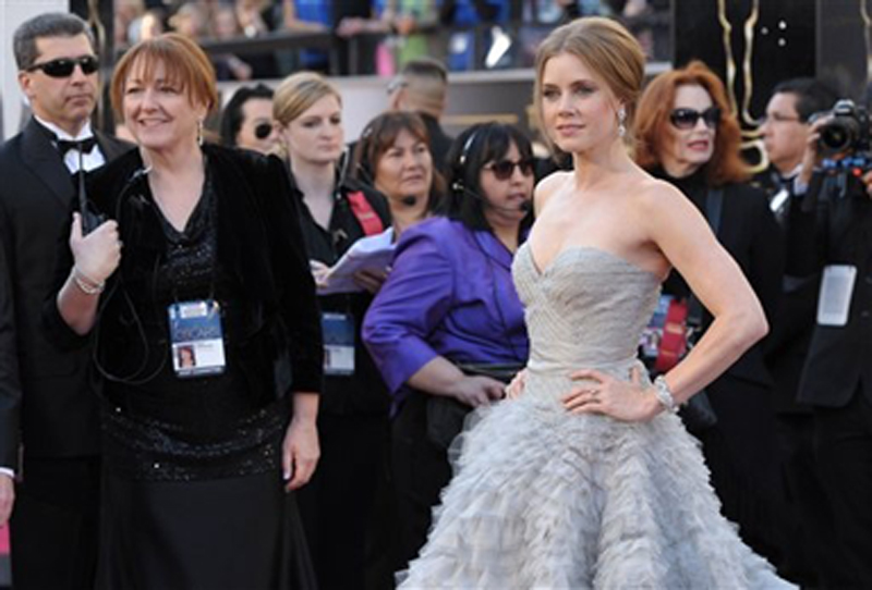 Amy Adams wears a dove-gray Oscar de la Renta gown with a sweetheart neckline and tiers of frayed chiffon and tulle on the ballskirt. Oscar,Oscars