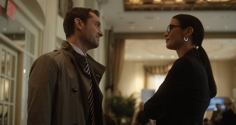 "Jude Law and Catherine Zeta-Jones are psychiatrists in the psychological thriller ""Side Effects."""
