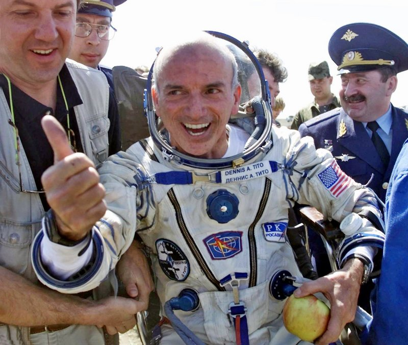 American multimillionaire Dennis Tito, who became the first space tourist in 2001, is bankrolling a plan to send a married couple on a journey to Mars.