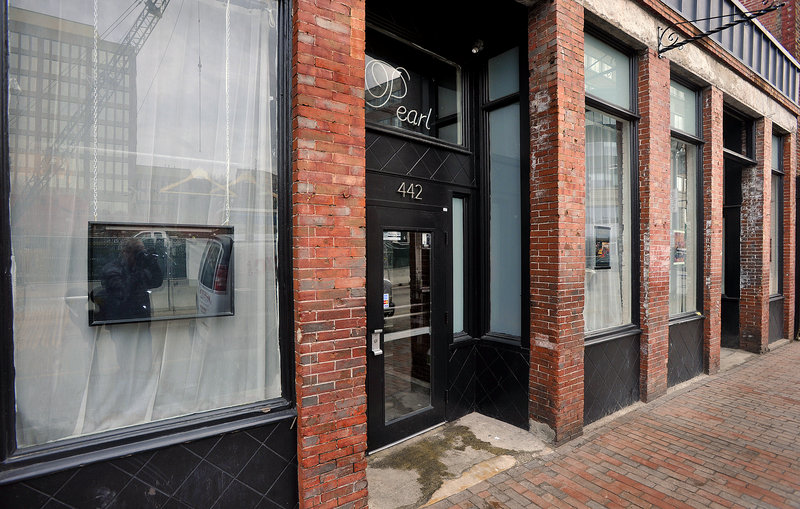 """Upscale nightclub Pearl has recently added to its space, opening up its """"Pearl Tap House"""" where you'll find fancy drinks and an atmosphere conducive to conversation."""