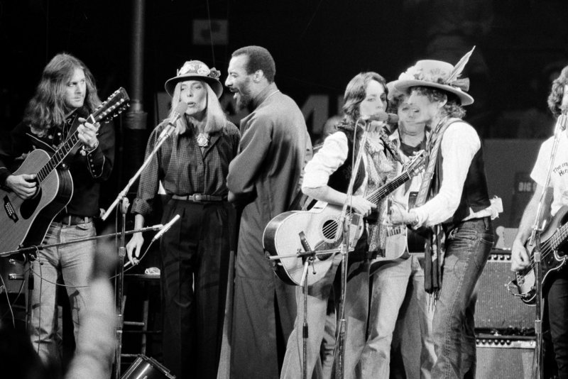In December of 1975, Richie Havens, third from left, performed with musicians, from left, Roger McGuinn, Joni Mitchell and Joan Baez and Bob Dylan in The Rolling Thunder Revue, a tour headed by Dylan. His performance at Woodstock in 1969 was a turning point in his career.