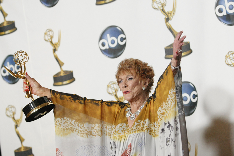 Jeanne Cooper poses with her award for outstanding lead actress in a drama series for her work on