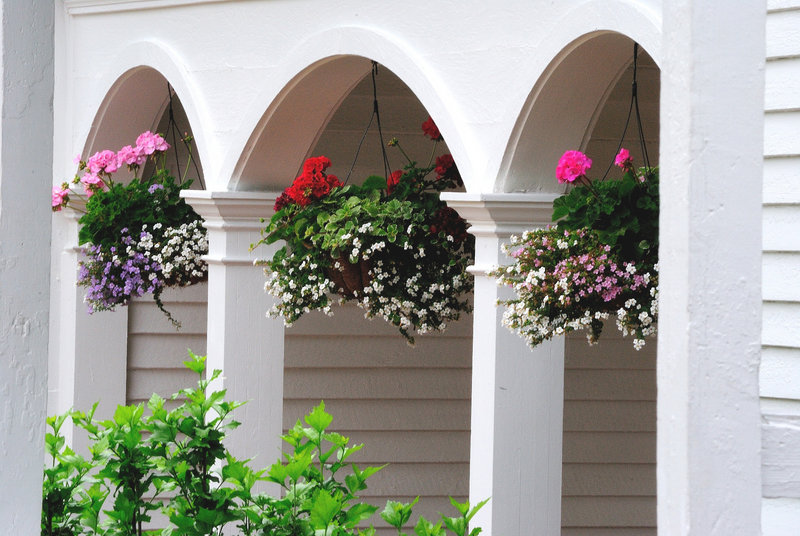From garden centers to big-box stores, the materials needed to make hanging floral baskets are easier than ever to find.