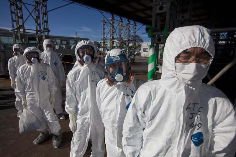 The Japanese government wants to erect an underground wall of frozen soil around Tokyo Electric Power Co.'s crippled Fukushima No. 1 nuclear power plant.