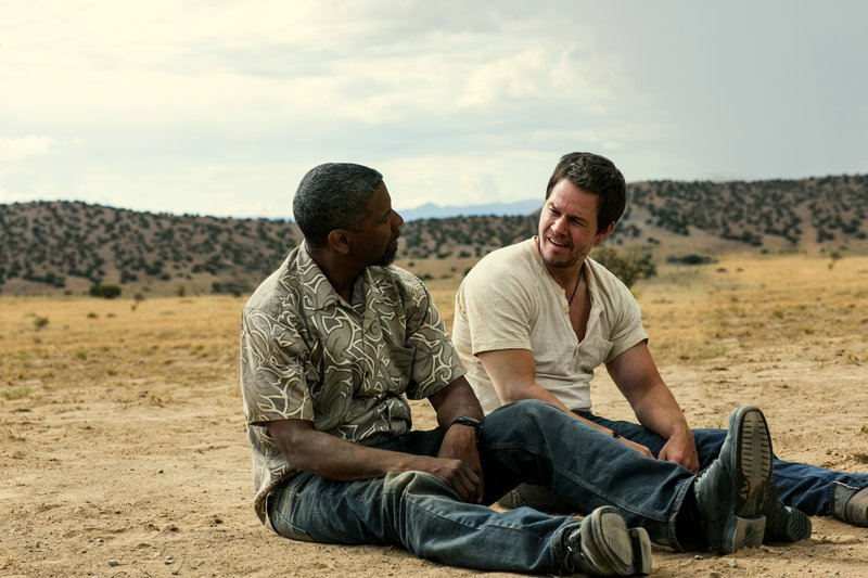 """Denzel Washington, left, and Mark Wahlberg try to outfox each other in""""2 Guns."""""""