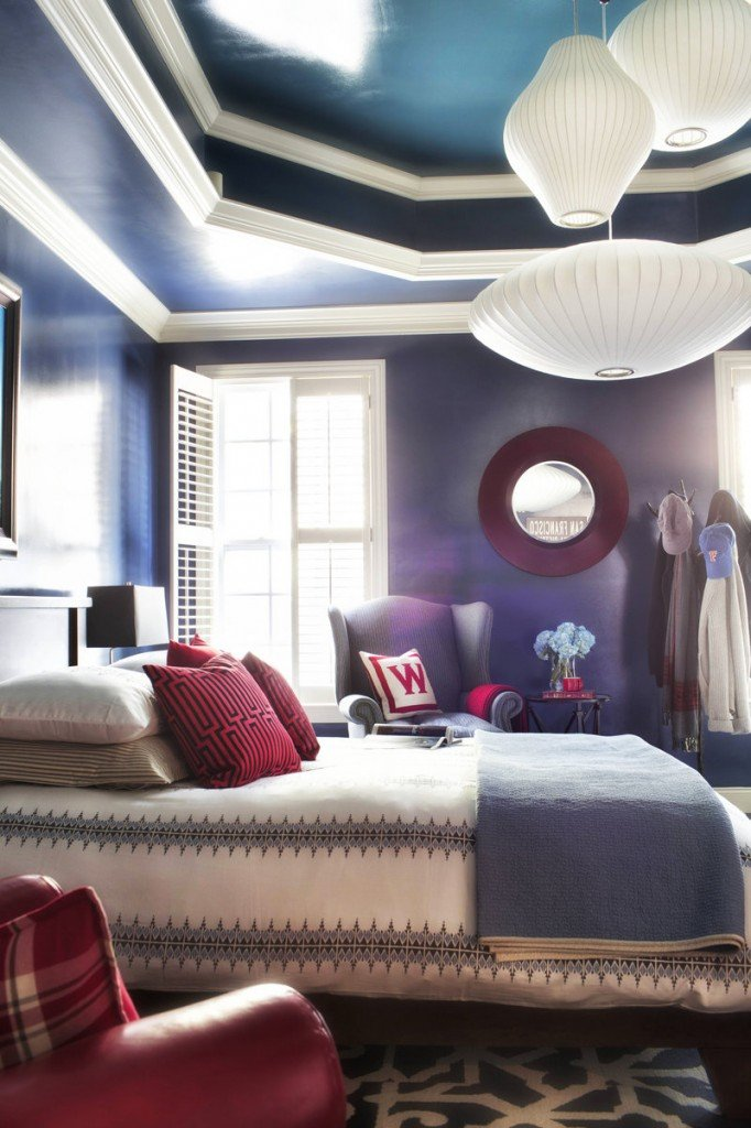 Designer Brian Patrick Flynn groups several vintage George Nelson bubble pendants to create a warm pool of light in the bedroom.