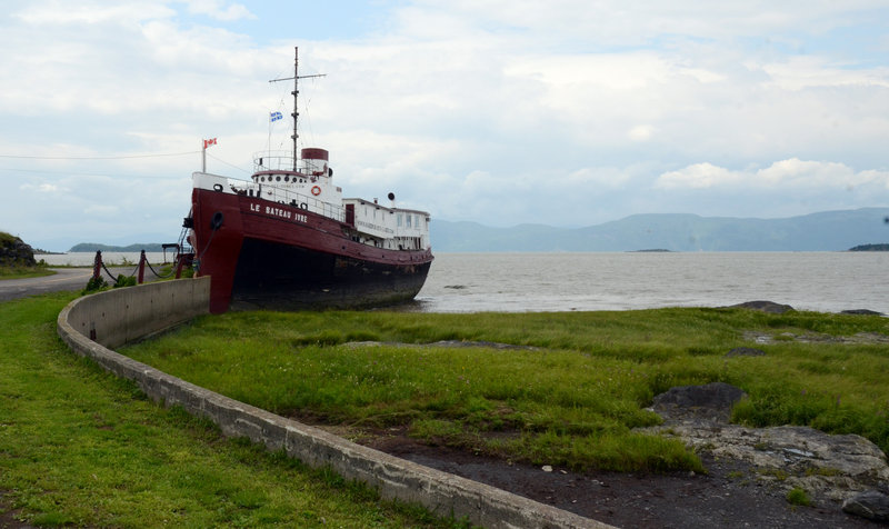 Also on Ile-aux-Grues, an old New York tugboat was converted to a restaurant and social center.