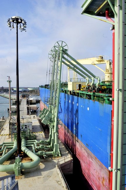 Oil is off-loaded from the tanker HS Electra at Portland Pipe Line's pier facility in South Portland. A proposed city ordinance would limit any alteration of petroleum facilities to change their function or capacity.