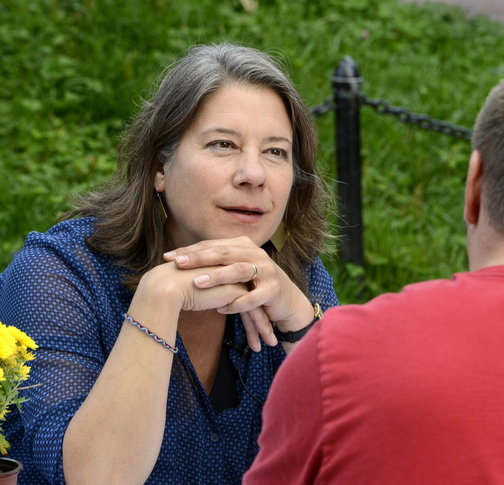 """Linda Shary chats with Andrew Kiezulas of Portland. He agreed that """"there's too little personal stuff, where you care about what someone has to say."""" ."""