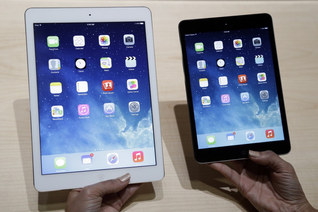 An Apple employee demonstrates the new iPad Air, left, and iPad Mini last week in San Francisco.