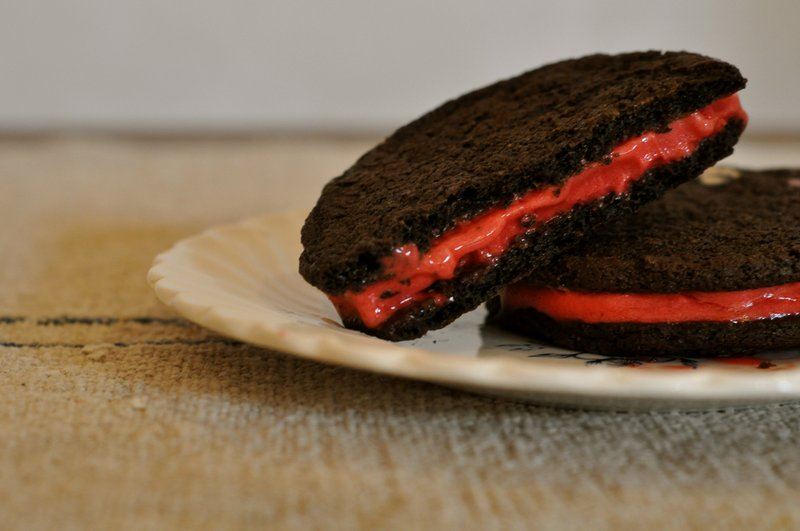 Ice cream sandwiches will score with fans of any team.