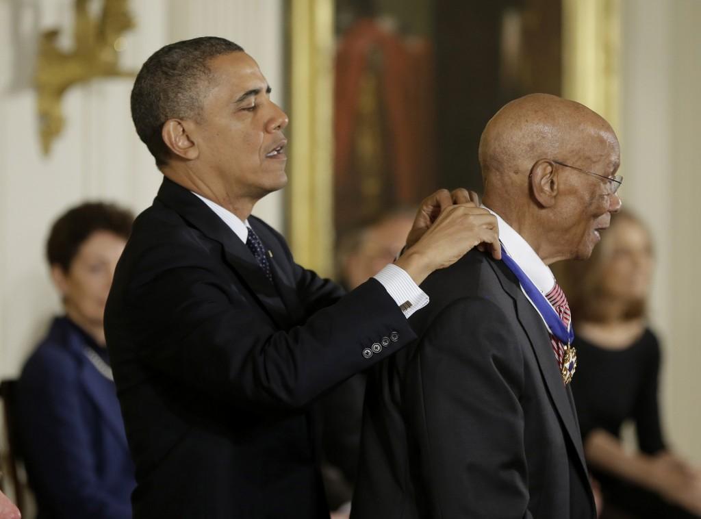 President Barack Obama awards the Presidential Medal of Freedom to baseball Hall-of-Famer Ernie Banks.