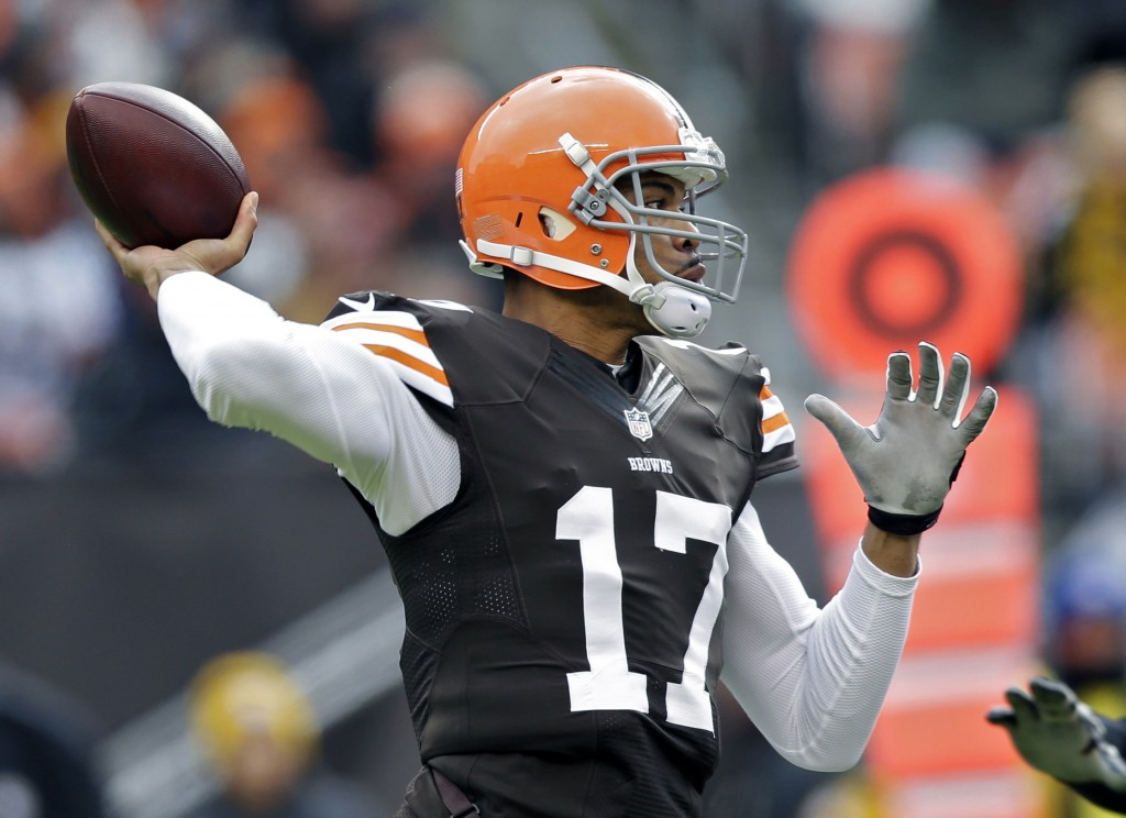 Cleveland Browns quarterback Jason Campbell passes against the Pittsburgh Steelers in a game on Nov. 24, 2013, in Cleveland. Campbell suffered a concussion during the game when he was blasted in the face mask by blitzing Pittsburgh cornerback William Gay.