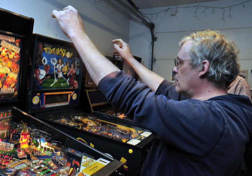 Allan Davidson of Bellingham, Mass., celebrates the sound of the credit knocker as he achieves a high score against his opponent.