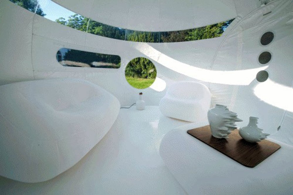 CasaBubbles can have partly or entirely opaque walls for privacy.