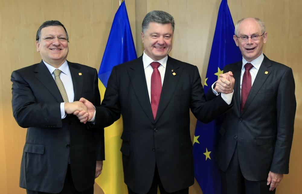 Ukraine President Petro Poroshenko, center, poses with European Commission President Jose Manuel Barroso, left, and European Council President Herman Van Rompuy during a summit in Brussels on Friday.