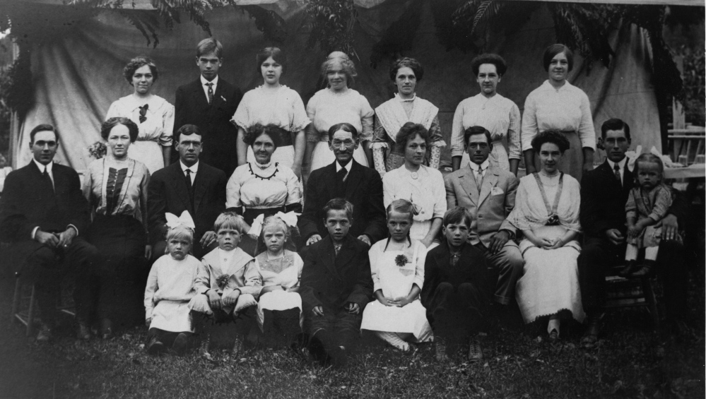 Twenty-one of the 22 children of Effie and Charles Dickey – second row, fourth and fifth from left – appear in a photo taken at the first family reunion in 1914.