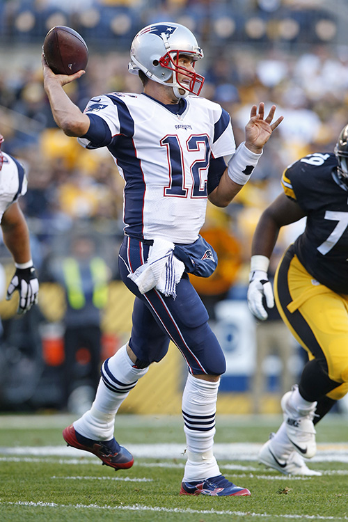 Tom Brady passes during the first half of Sunday's game against the Steelers. Jared Wickerham