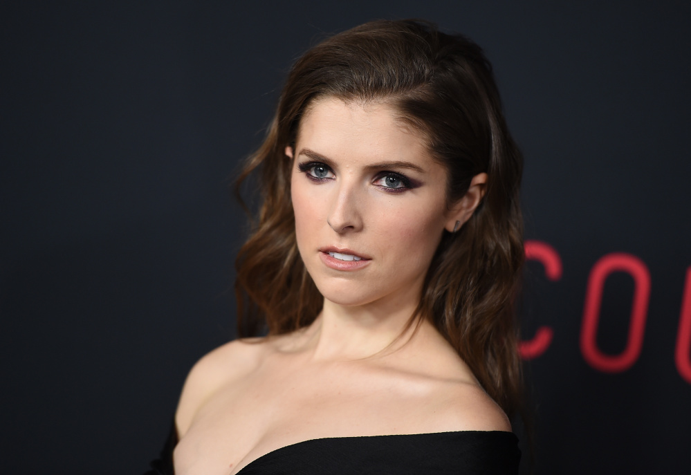Anna Kendrick Hides New Book 'Scrappy Little Nobody' On Subway