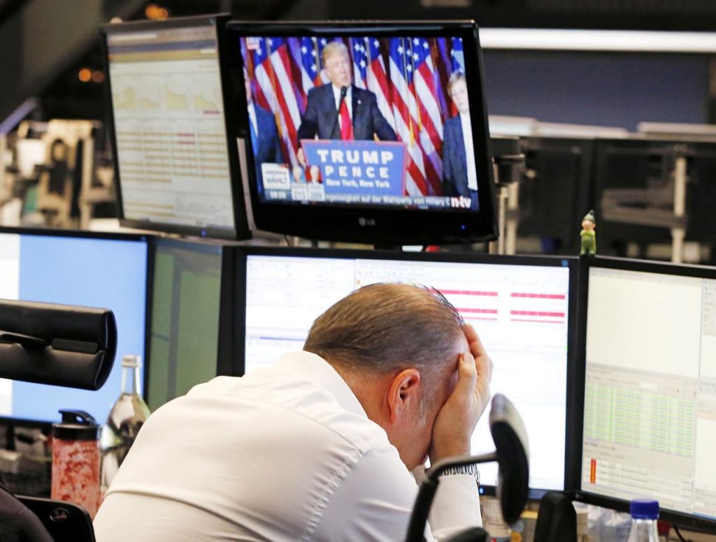 Trump names Priebus, Bannon to senior White House roles